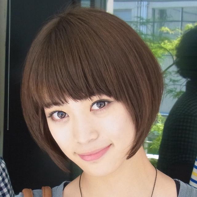 にっこりほほ笑む坂田梨香子