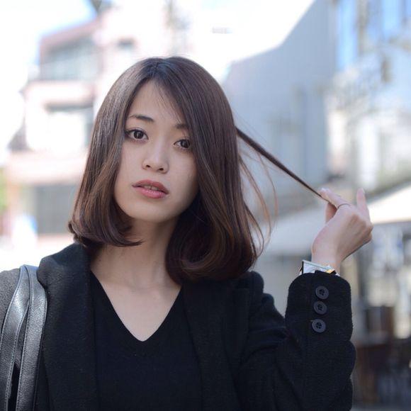 ミディアムボブヘアの坂田梨香子